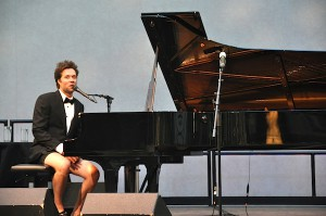 Rufus Wainwright at the 2011 River to River festival. (GODLIS)