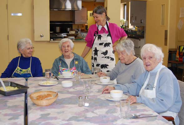 Potboilers Carol (from left), Irene, Patricia, Joan and Peg enjoy lunch together. (Photo by Melani Litwack)