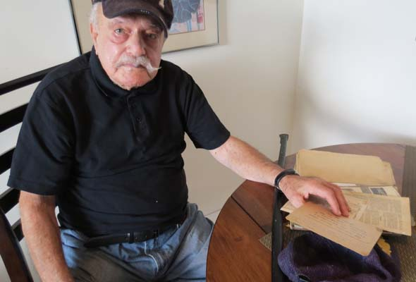 Harry Hurwitz, 92, recalls his time in the Canadian navy and as a WWII prisoner of war. (Photo by Irwin Block)