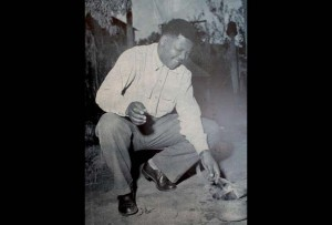 Nelson Mandela burns his passport in 1960. (Photo: Wikimeida Commons, photographer unknown)