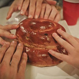 Challah by Moishehouse, Wikimedia Commons.