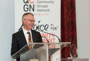 Royal Orr receives the Goldbloom Award. (Photo courtesy of CQGN)