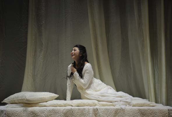 Hiromi Omura as Desdemona in Opera de Montreal's Otello. Photo: Yves Renaud